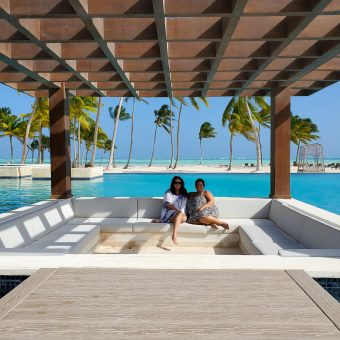 Shawn and Vanessa of unforgettable escapes in a cabana